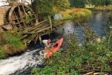 Spływ kajakowy na Chocinie przy ruinach tartaku