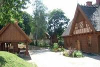 Kaszubski Dom Rękodzieła Ludowego i wiata- miejsca, w których toczy się życie kulturalne mieszkańców