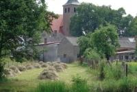 Widok na Kościół pw. św. Barbary od strony jeziora