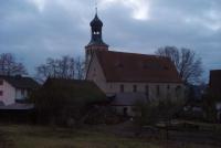 Widok na Kościół pw. św. Barbary w pochmurny dzień