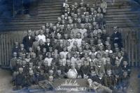 Zdjęcie grupowe uczniów szkoły w Swornegaciach