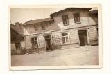 Dom państwa Zimnych- dawniej w lewej części znajdował się sklep wielobranżowy