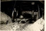 Walerian Łosiński wewnątrz tartaku w Chocińskim Młynie