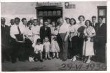 Zdjęcie przed domem sołtysa pochodzące z 1936 roku